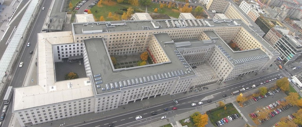 Plastering 135,000 metres Sand Cement Berlin 1280px-Luftaufnahme_Detlev-Rohwedder_Haus